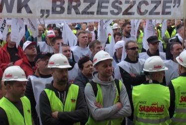 Kwietniowa manifestacja przed Śląskim Urzędem Wojewódzkim